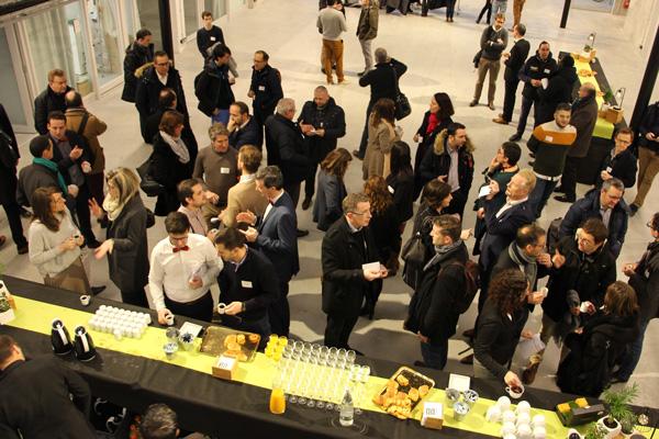 Photo du Connecting Meeting 2020 du Pôle EMC2 lors du buffet